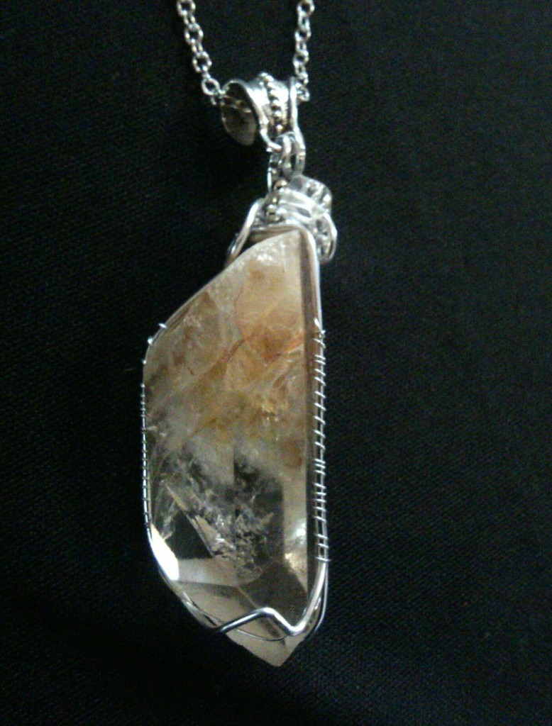 Crystal pendant 4 cm long set in silver #Crystalhealing #crystalpendant
