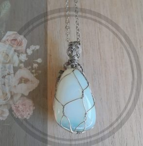 1. Opalite round net setting with chain